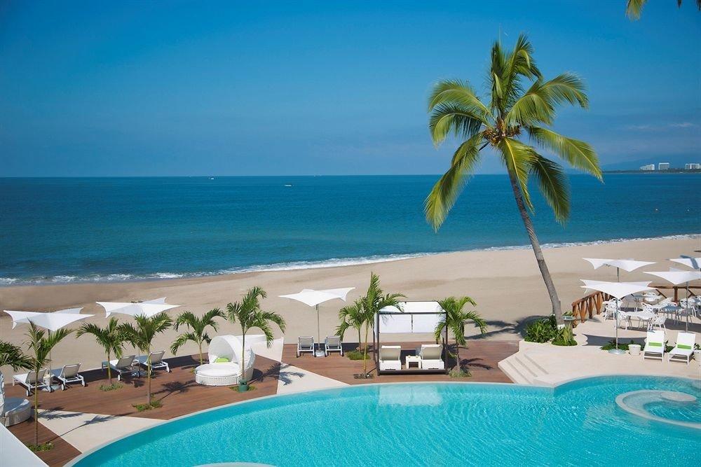 Hot tub/Jacuzzi Lounge Luxury Pool Tropical water sky Beach palm swimming pool caribbean leisure property Ocean Sea Resort Lagoon Coast Villa tropics arecales shore swimming Island