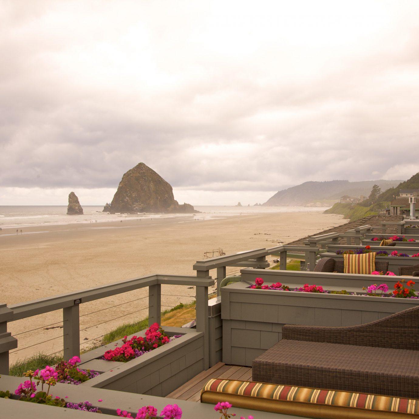 Hotels sky landmark Coast Sea Beach screenshot