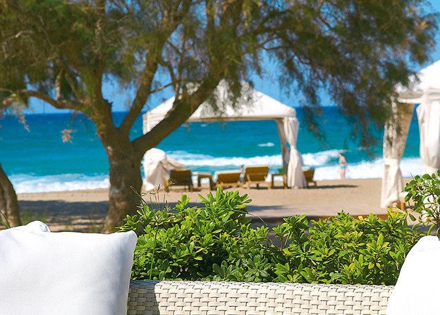 tree property home Resort Villa backyard swimming pool caribbean Beach cottage seat