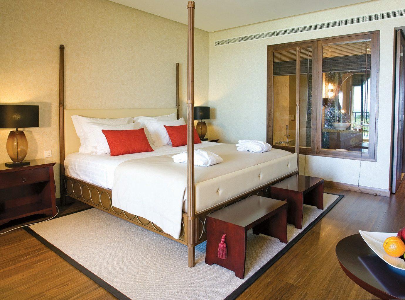 Beachfront Bedroom Modern Resort property Suite cottage Villa home condominium