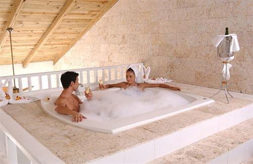 Beachfront Hot tub/Jacuzzi Luxury Romantic Spa swimming pool vessel property jacuzzi bathtub plumbing fixture flooring bathroom
