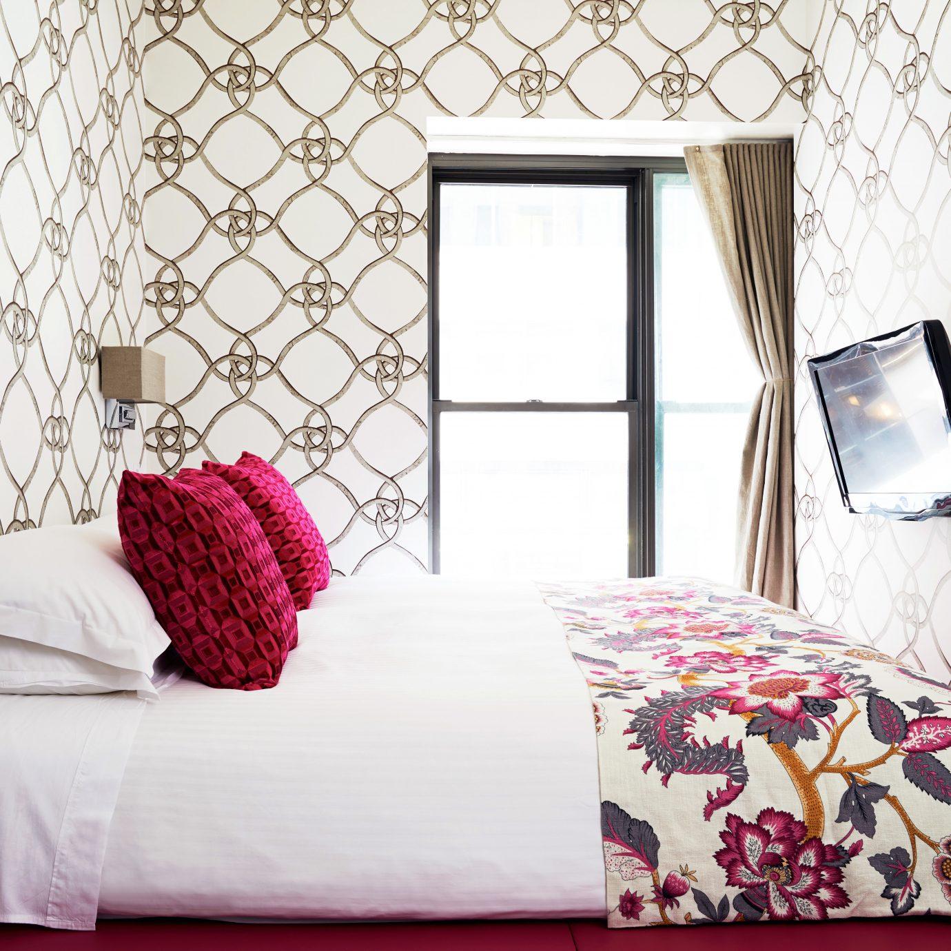 Bedroom Boutique Budget City Hip Modern Suite living room bed sheet textile wallpaper flooring lamp