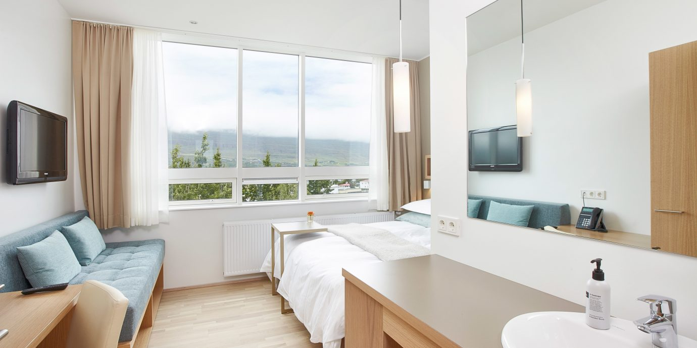 Bedroom Boutique Budget Country Modern Mountains Scenic views property home cottage Suite condominium tan