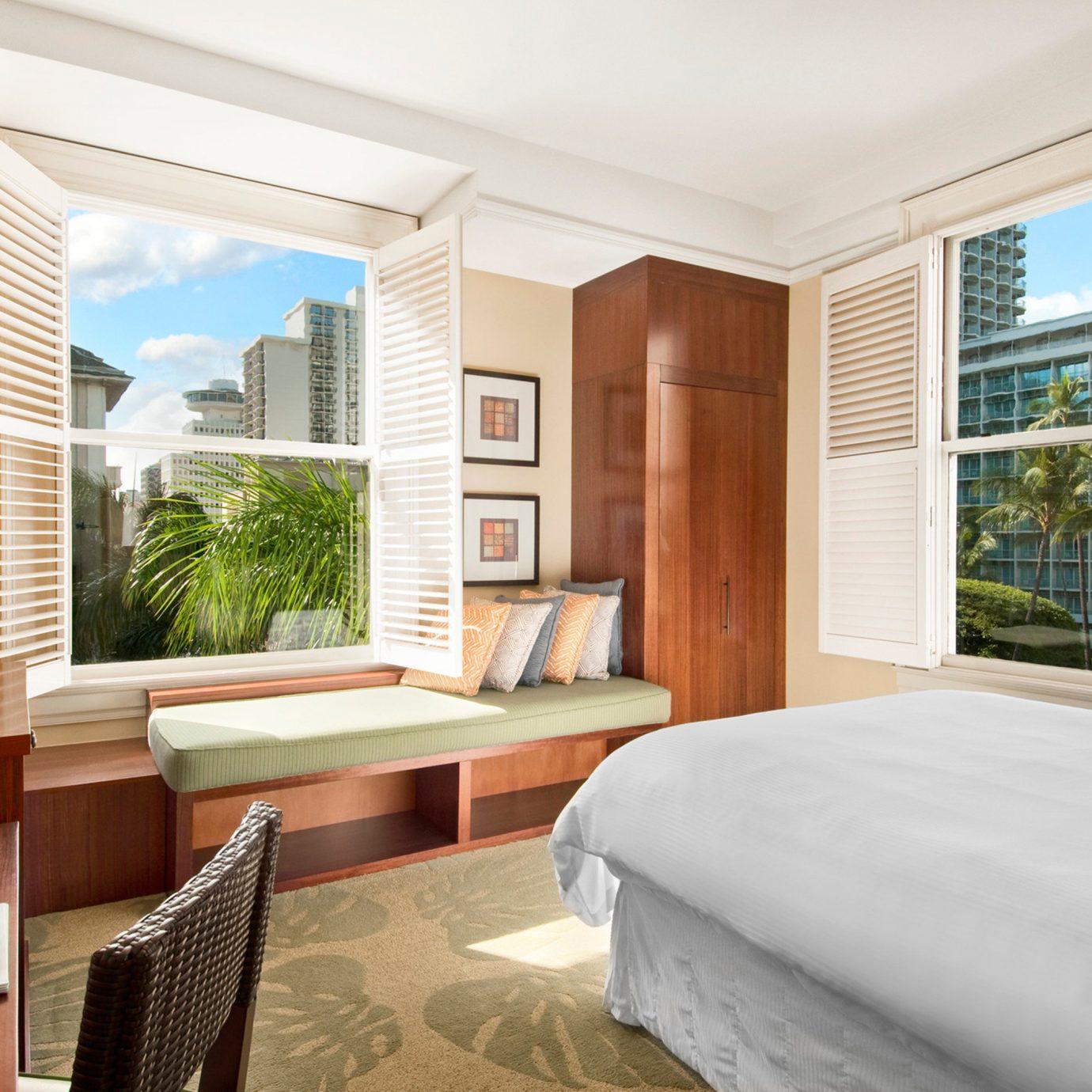 Bedroom Boutique Hotels Classic Hawaii Honolulu Hotels Resort Scenic views property condominium home living room Suite cottage Villa Modern