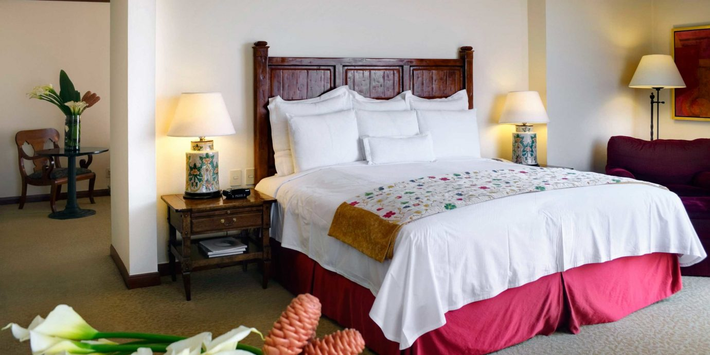 Bedroom Business Elegant property Suite cottage bed sheet containing