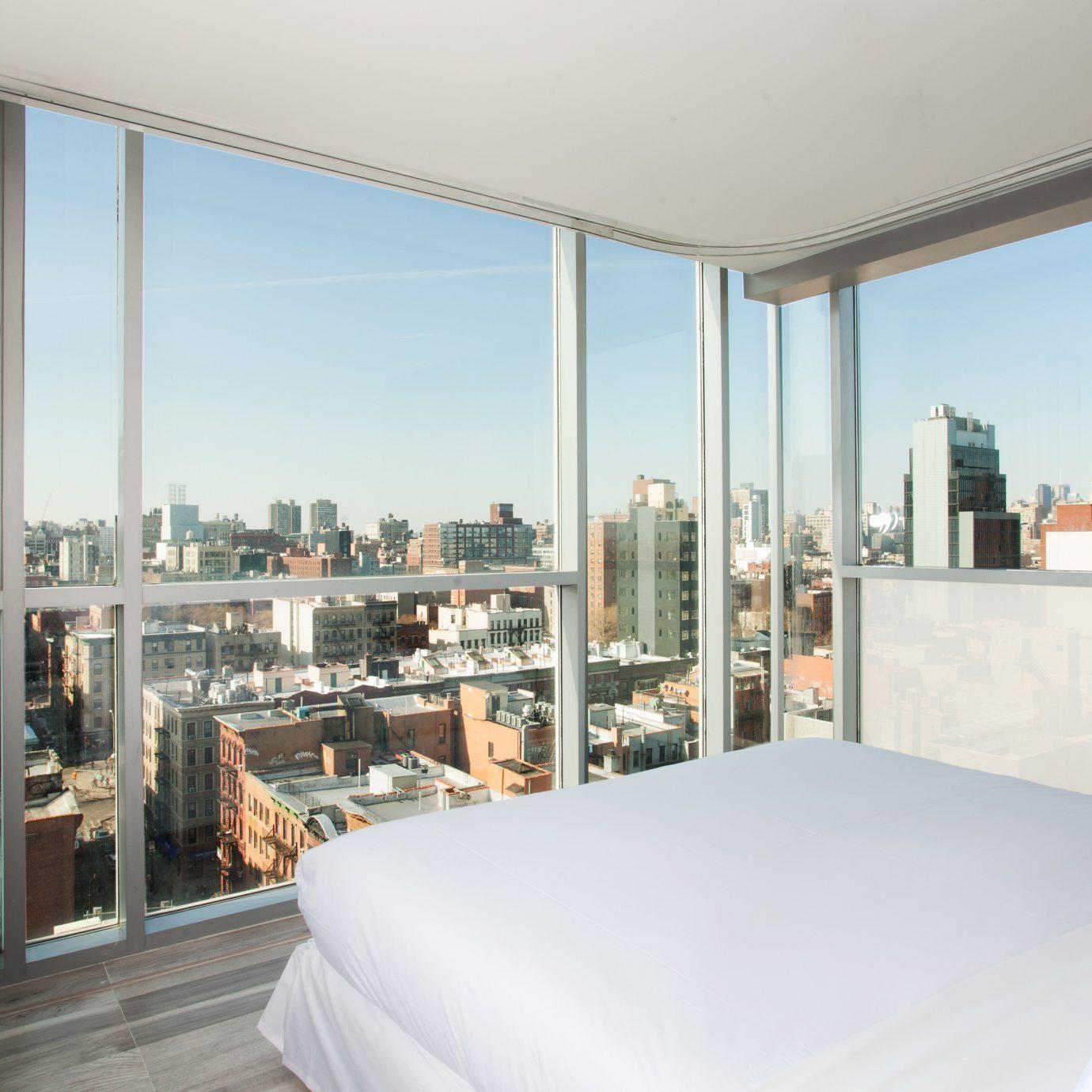 Bedroom City Offbeat Scenic views Suite property home living room condominium overlooking