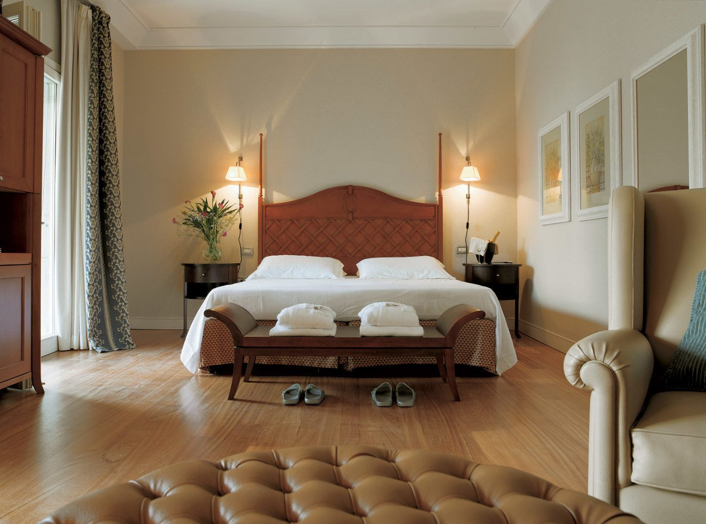 Bedroom Classic Country Elegant Historic Luxury Romance Romantic property living room Suite home hardwood bed frame flat