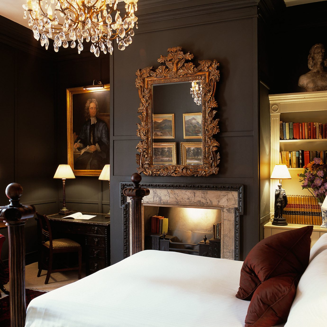 Bedroom Classic Elegant Historic Luxury Suite living room home scene
