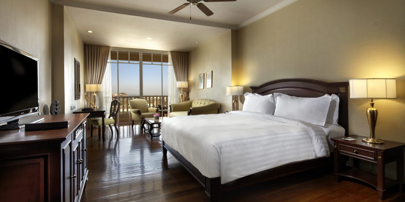 Bedroom Classic Resort Scenic views property Suite hardwood home cottage living room wood flooring hard flat