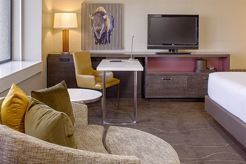 Bedroom Classic Resort property living room home Suite hardwood cottage