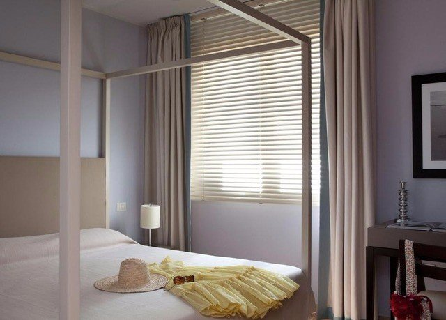 property Bedroom curtain window treatment textile cottage flat