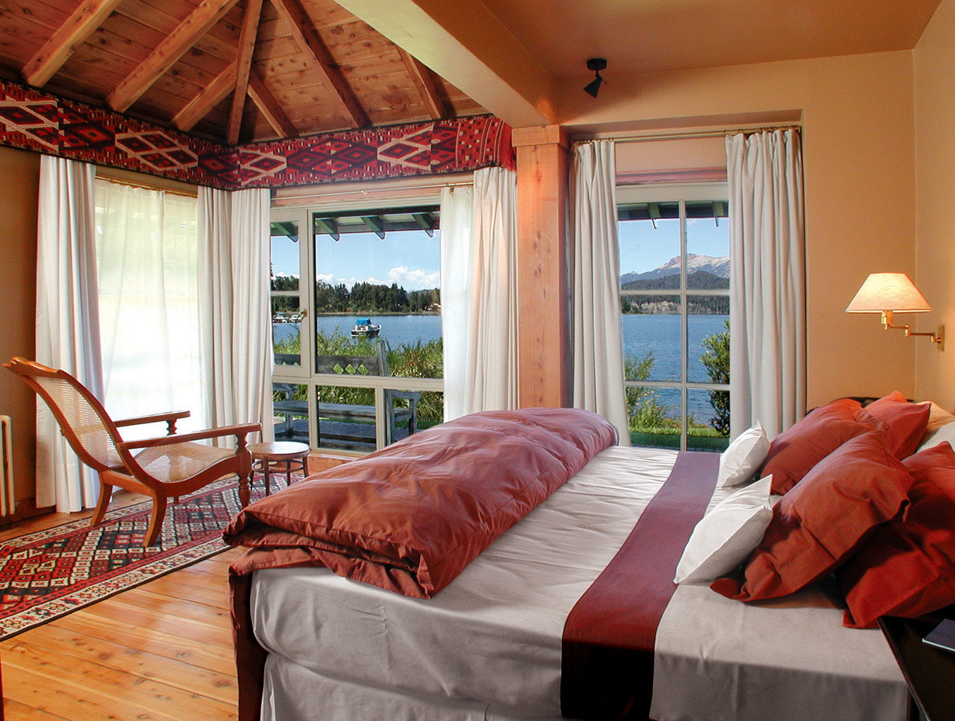 Bedroom Country Eco Forest Lake Mountains Nature Scenic views Waterfront property home cottage Suite Villa living room Resort farmhouse