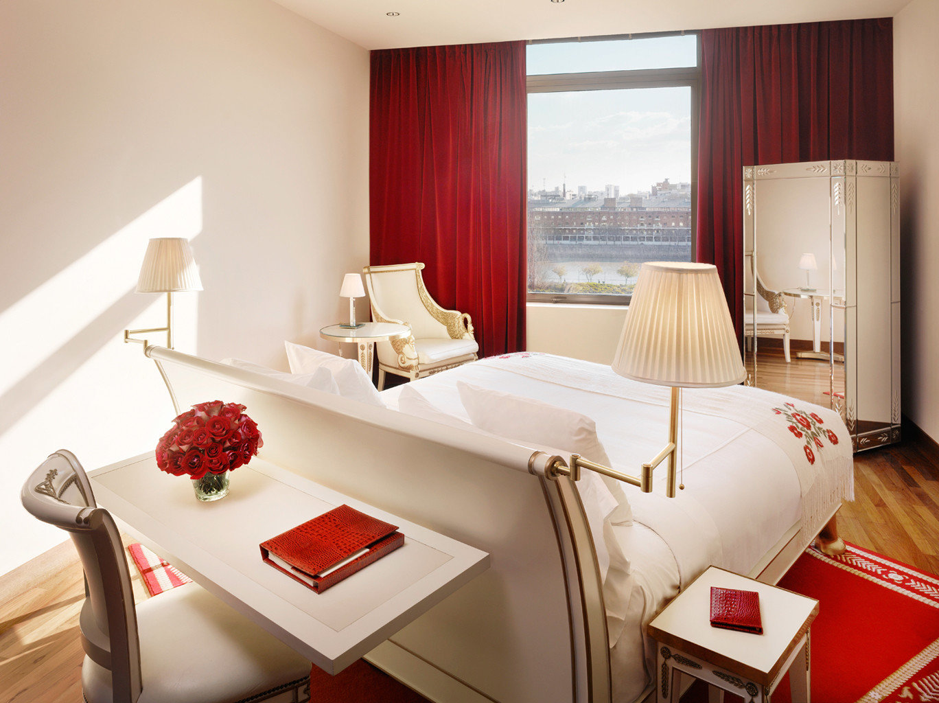 Bedroom Cultural Elegant Historic Luxury property Suite red living room cottage bed sheet flat