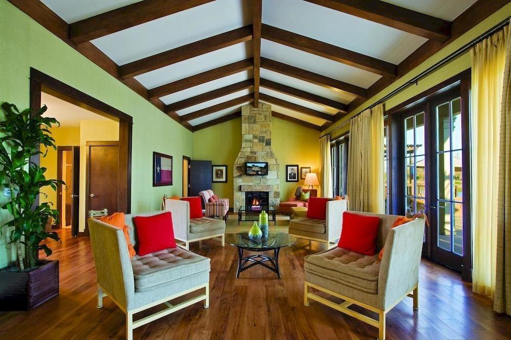Lounge Resort property living room home condominium hardwood Villa cottage mansion Suite Dining Bedroom