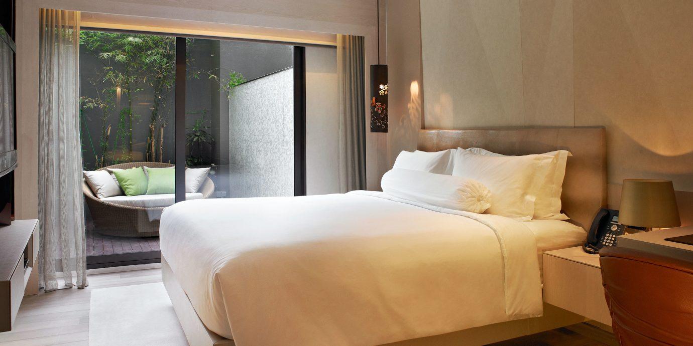 Bedroom Elegant Hip Luxury Modern Romantic Suite sofa property home pillow living room cottage