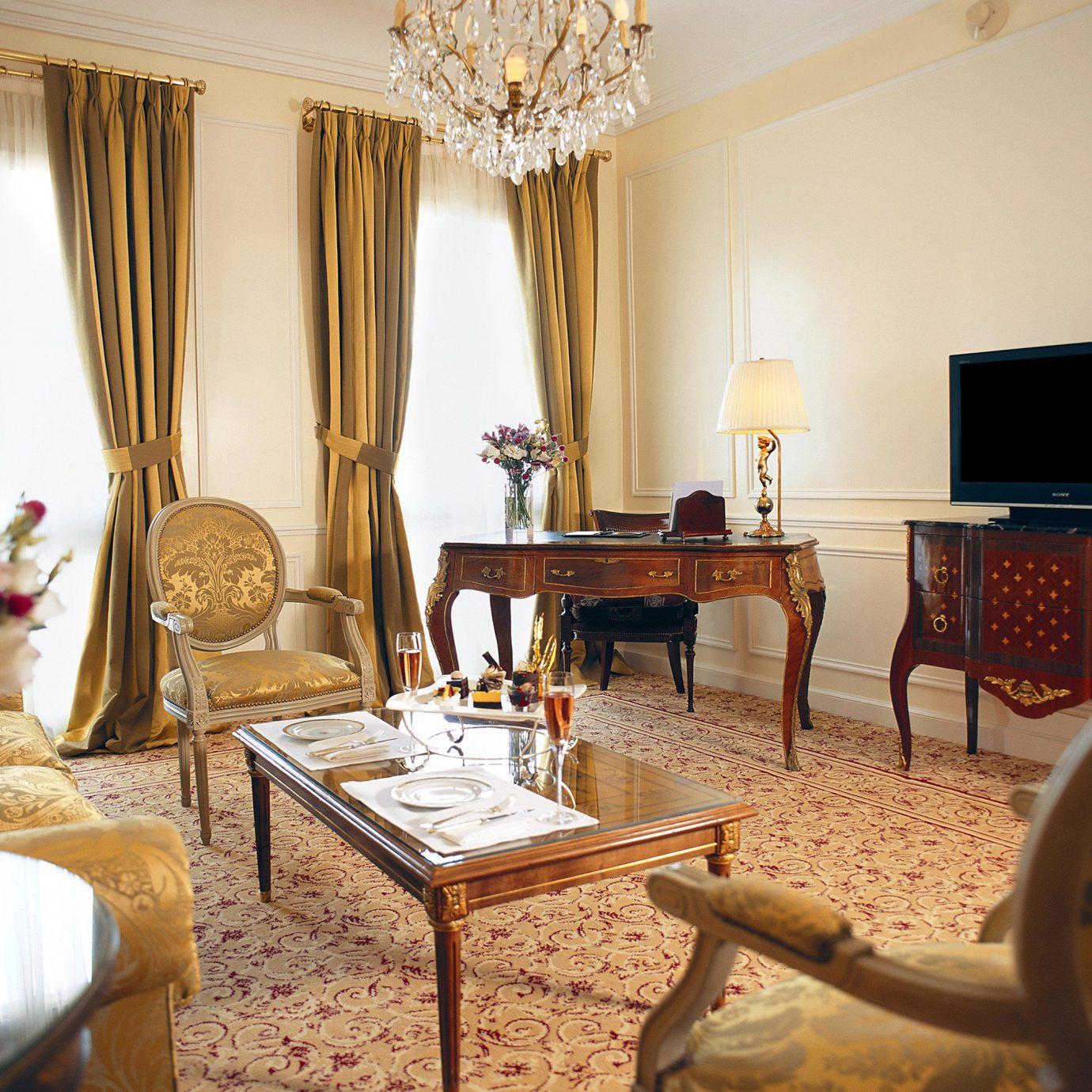 Bedroom Elegant Hotels Luxury property chair living room home Suite Villa cottage mansion dining table