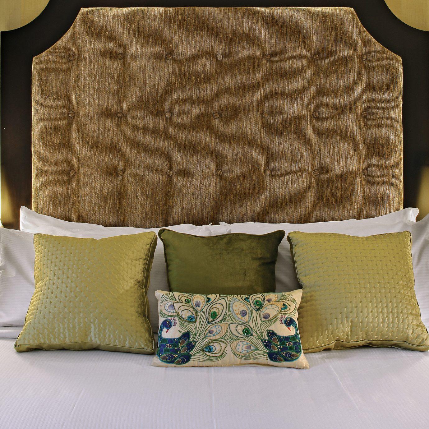 Bedroom Elegant Inn Luxury pillow Suite bed sheet cottage textile lamp
