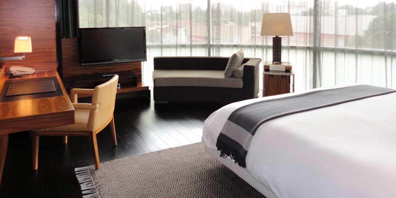 Bedroom Elegant Luxury Modern Scenic views Suite property yacht condominium vehicle