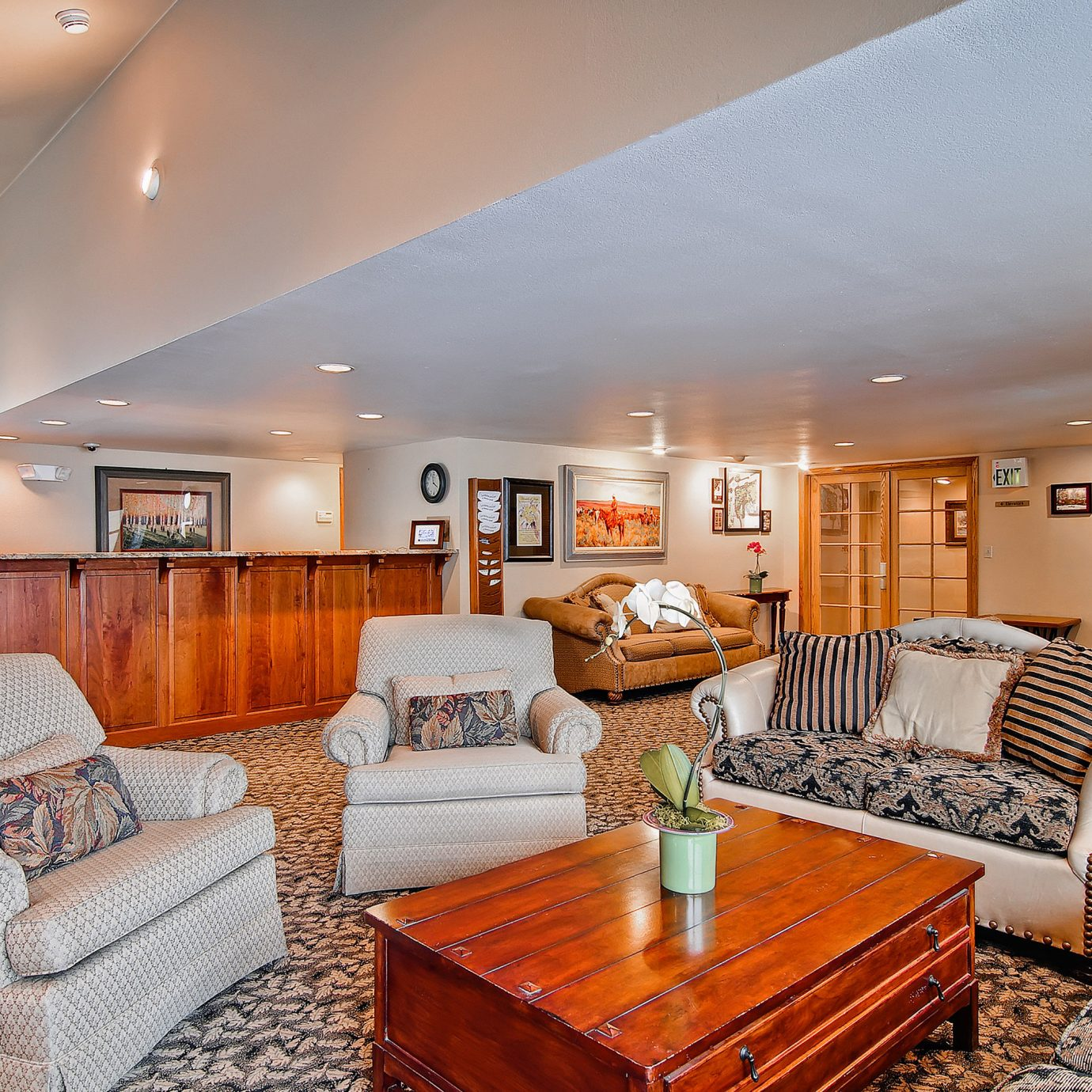 Family Lounge Mountains Ski sofa property living room home Suite condominium cottage mansion Villa Bedroom flat leather