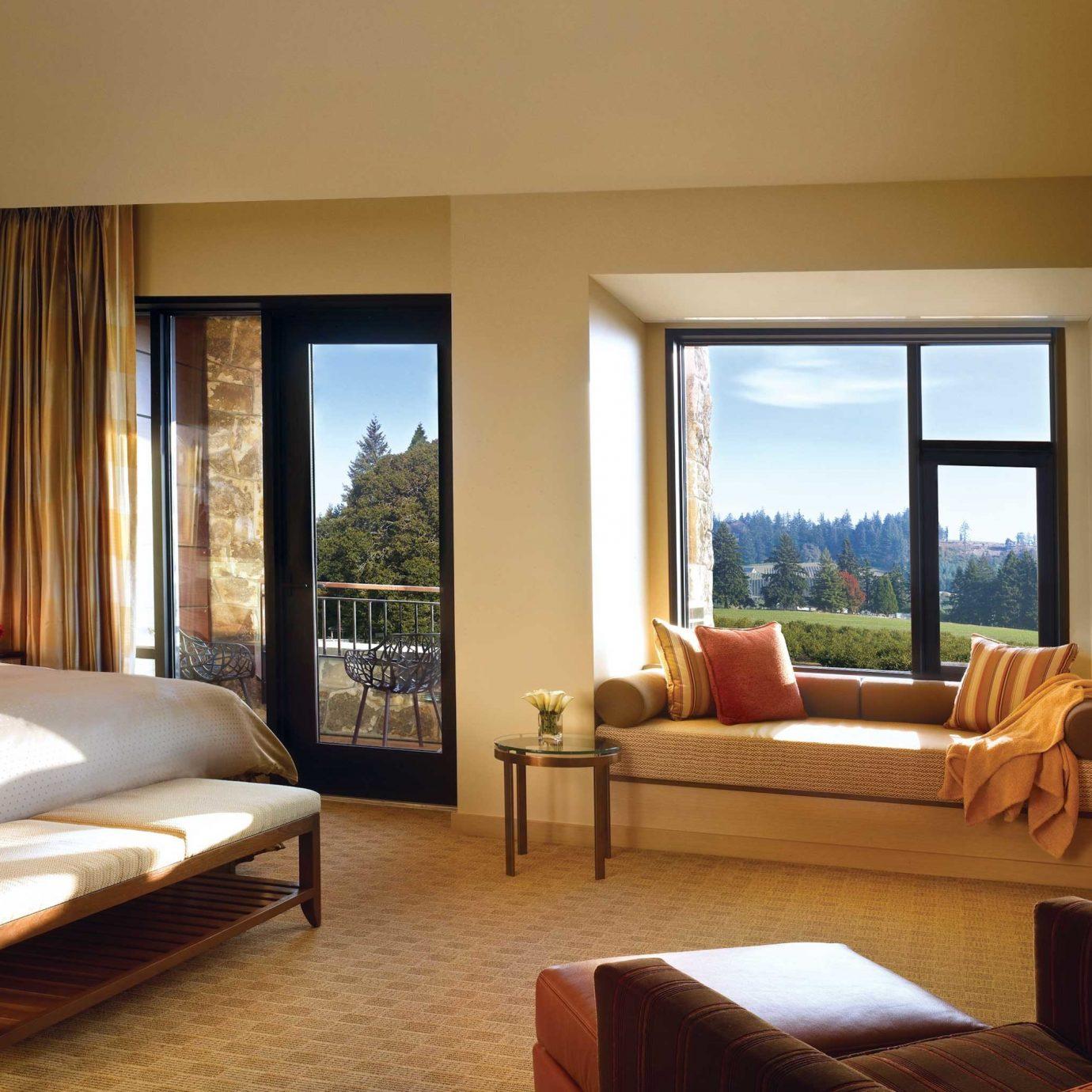 Bedroom Food + Drink Hotels Luxury Modern Scenic views Suite sofa property living room Villa Resort home condominium cottage