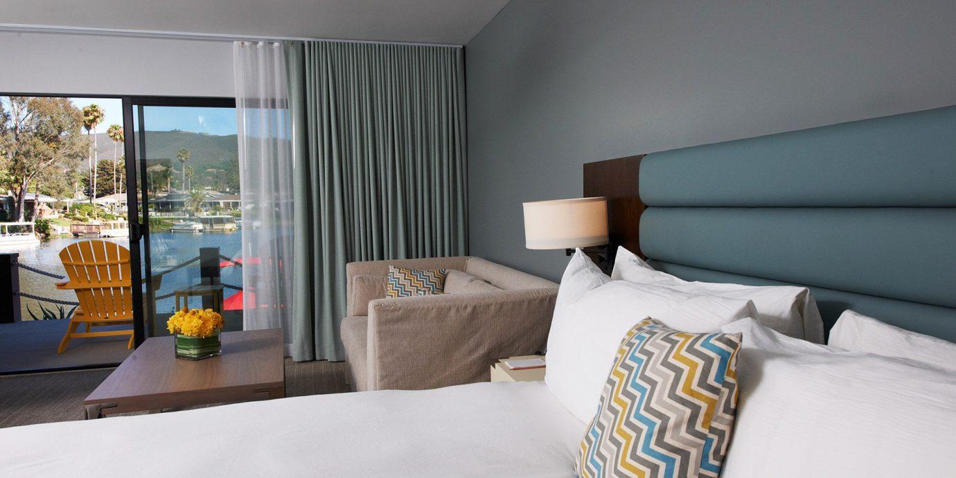 Bedroom Hip Luxury Modern Suite property home condominium pillow living room cottage