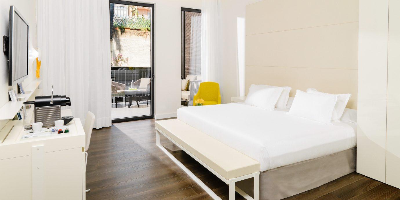 Bedroom Hip Modern property Suite hardwood home white cottage living room laminate flooring wood flooring appliance
