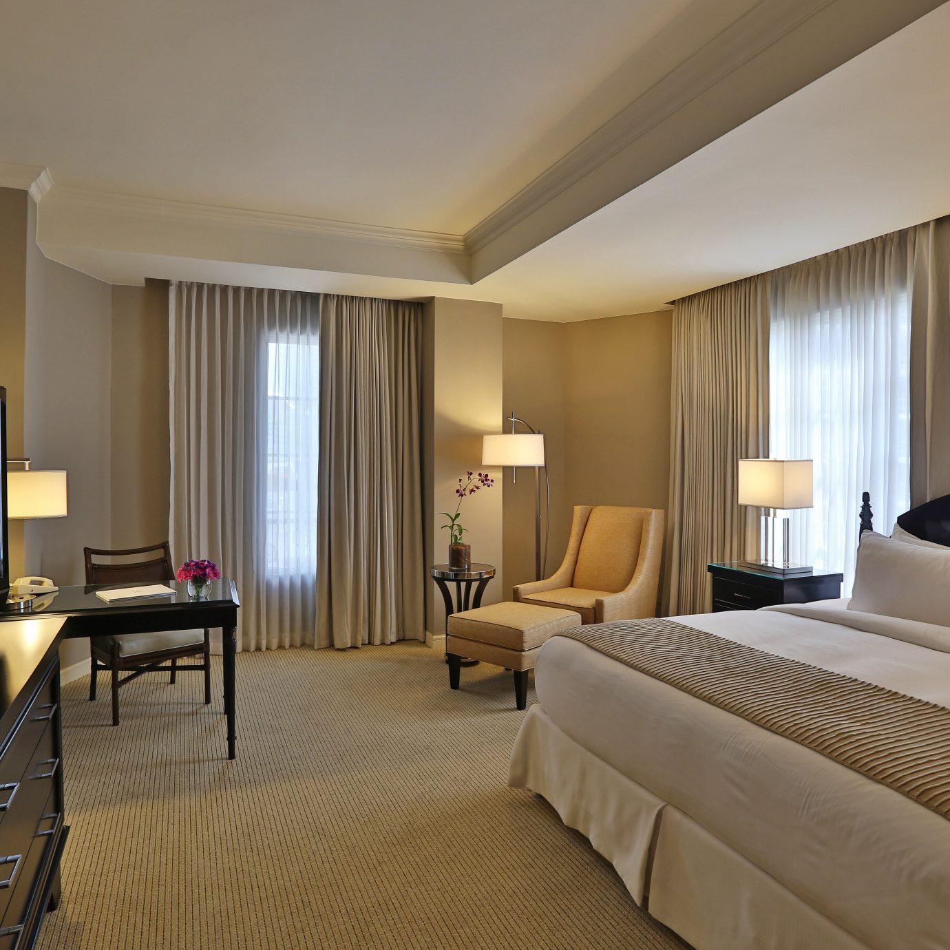 Bedroom Luxury Modern Scenic views property Suite condominium flat
