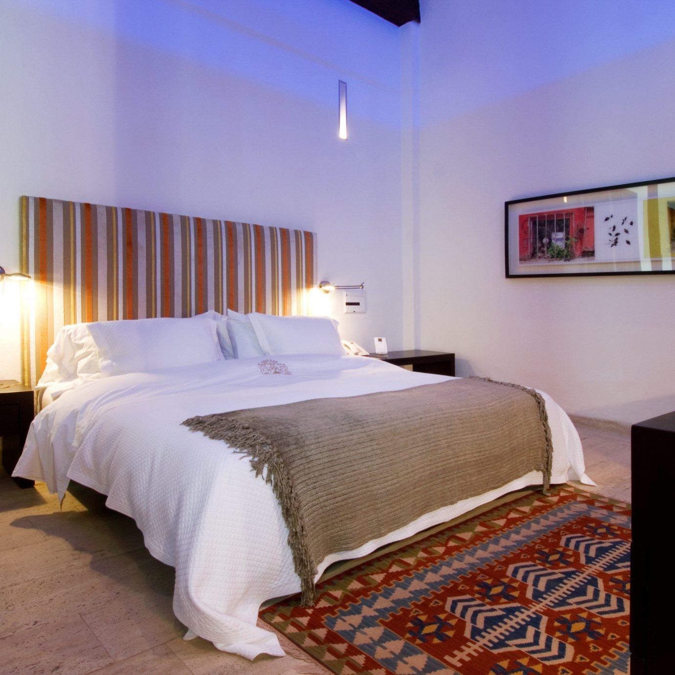 Bedroom Modern property Suite cottage bed sheet