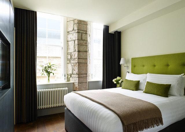 sofa Bedroom property Suite home cottage condominium nice flat Modern