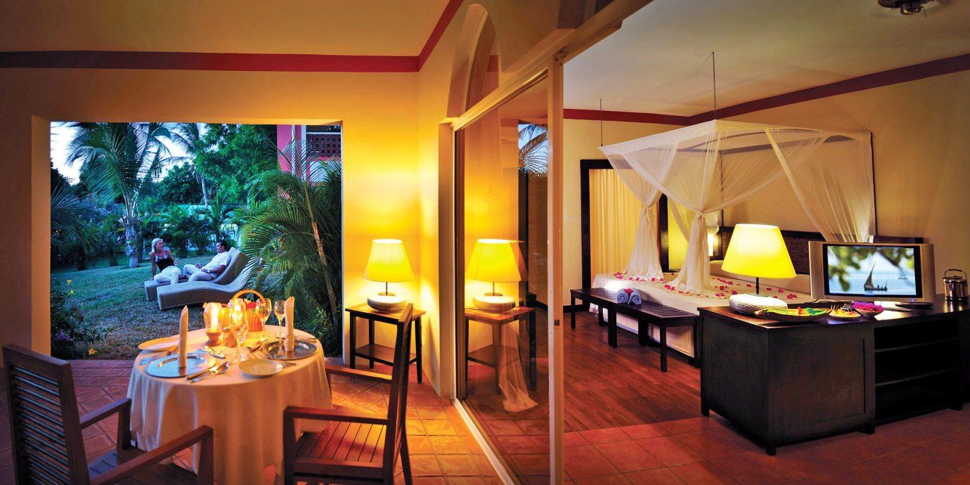 Bedroom Resort Romance Romantic property home living room Suite recreation room Villa