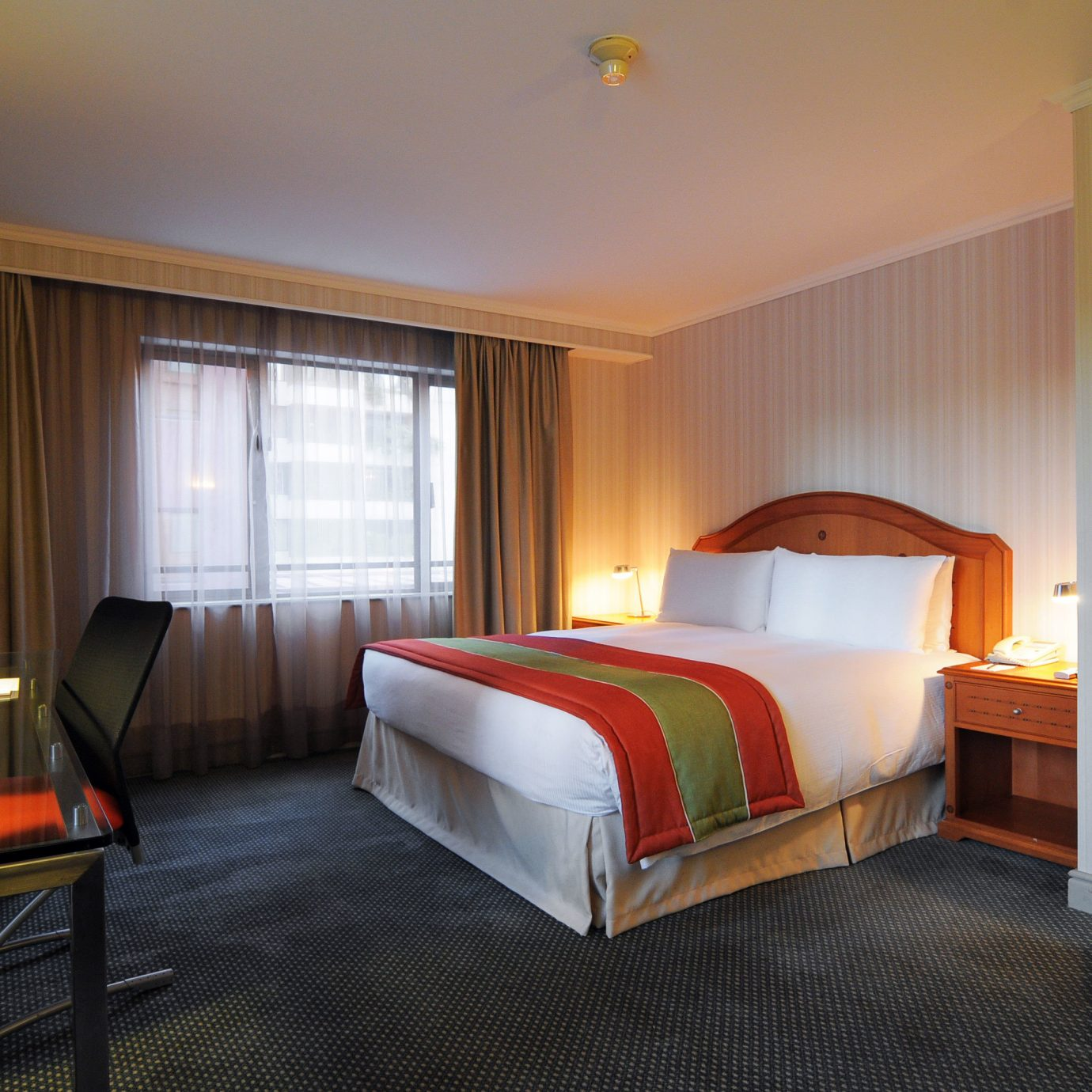 Bedroom Resort property Suite cottage lamp flat