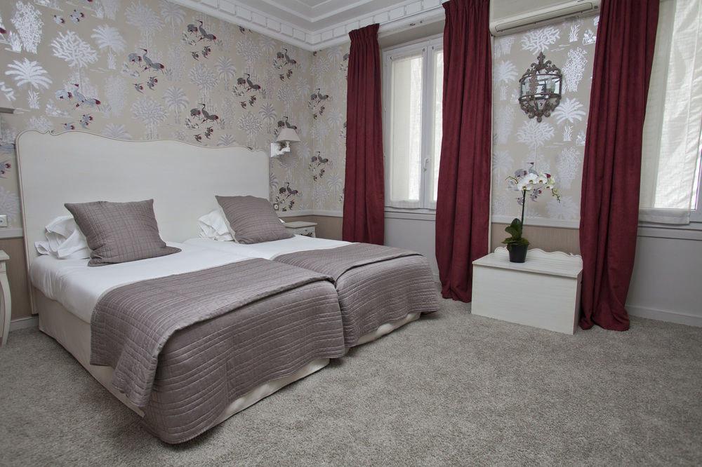 property Bedroom Suite flooring cottage bed sheet living room textile