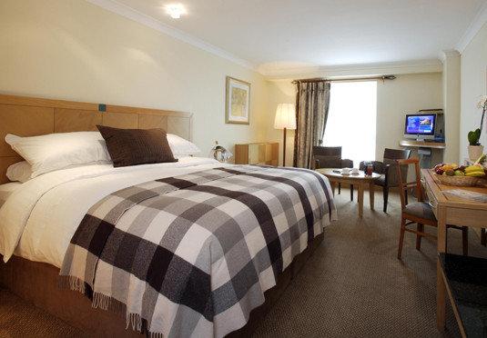 Bedroom property cottage Suite hardwood bed sheet