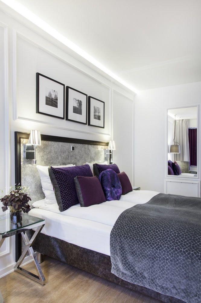 Bedroom property living room home hardwood cottage Suite condominium lamp