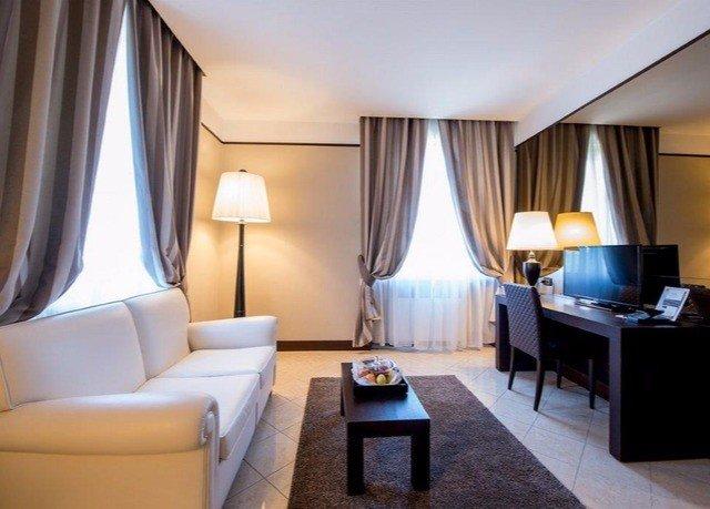 sofa property Suite curtain condominium living room Bedroom flat lamp