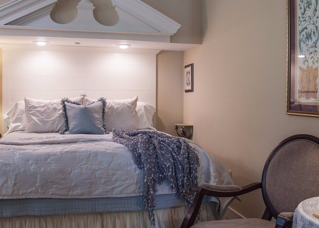 property Bedroom home cottage living room Suite farmhouse