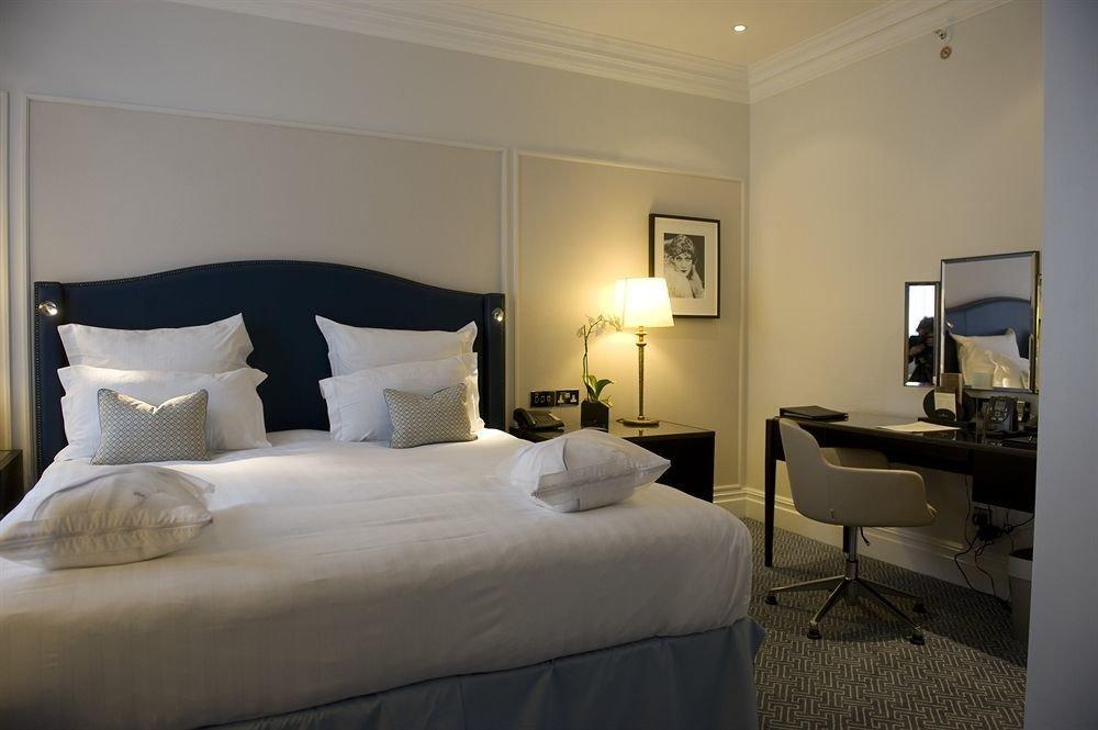 Bedroom property Suite home cottage living room
