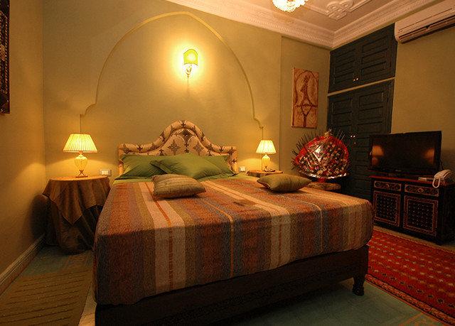 sofa property Bedroom Suite cottage living room lamp
