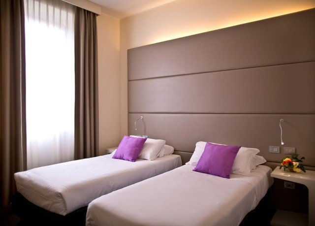 property Bedroom Suite purple cottage living room