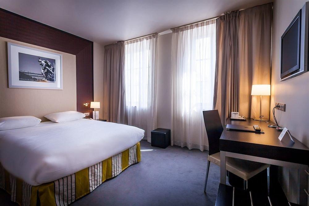 Bedroom property Suite lamp flat