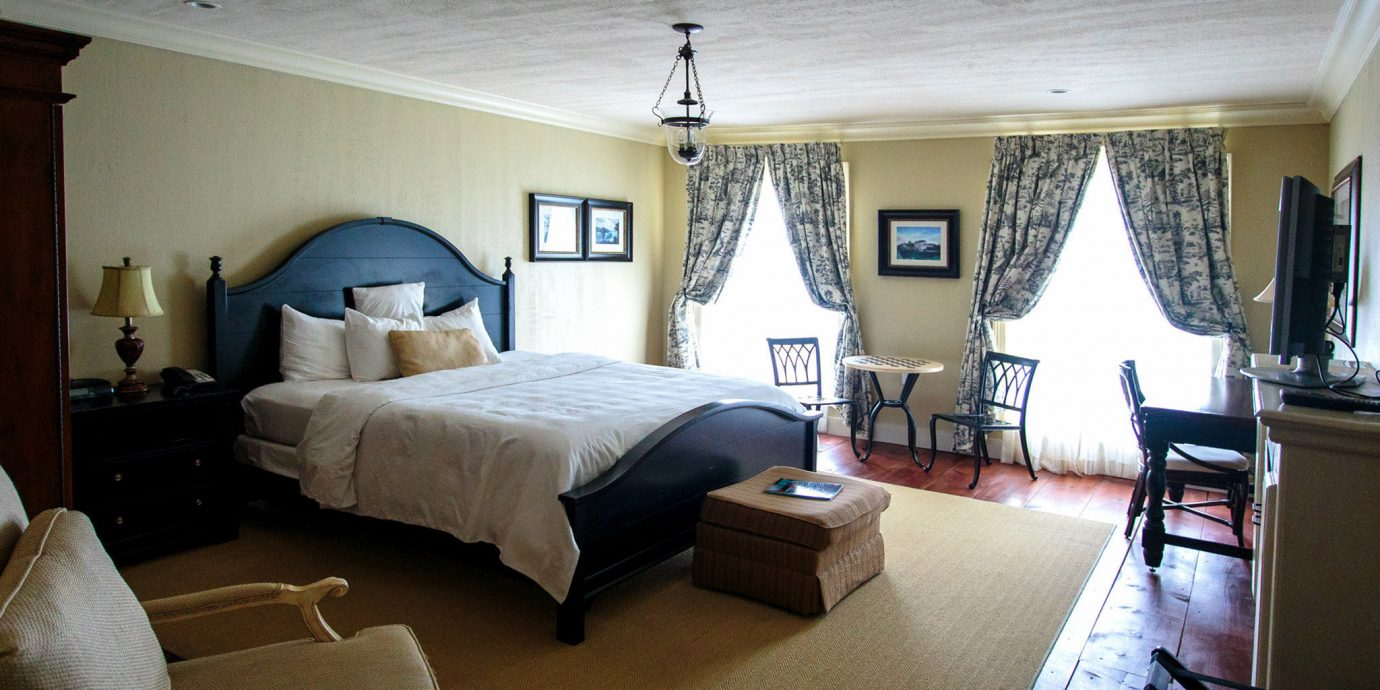 property Bedroom living room home Suite cottage Villa