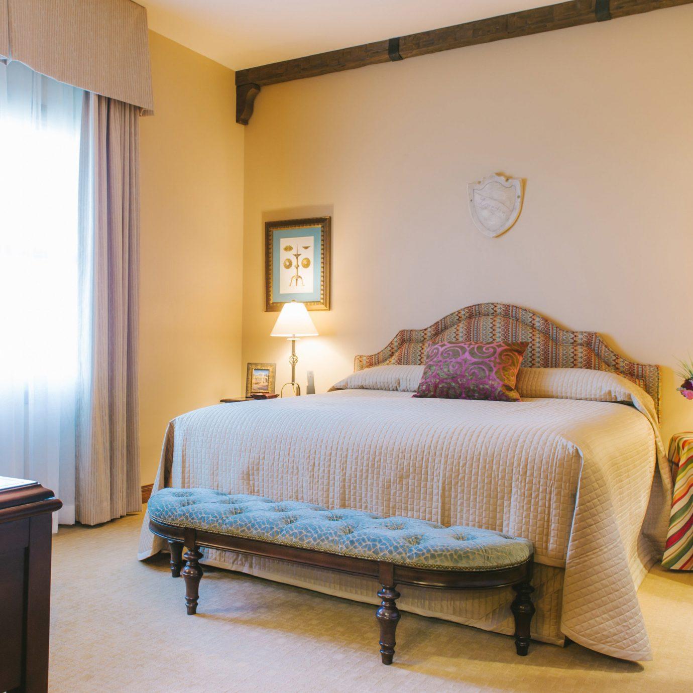 sofa property Bedroom home cottage Suite living room Villa lamp