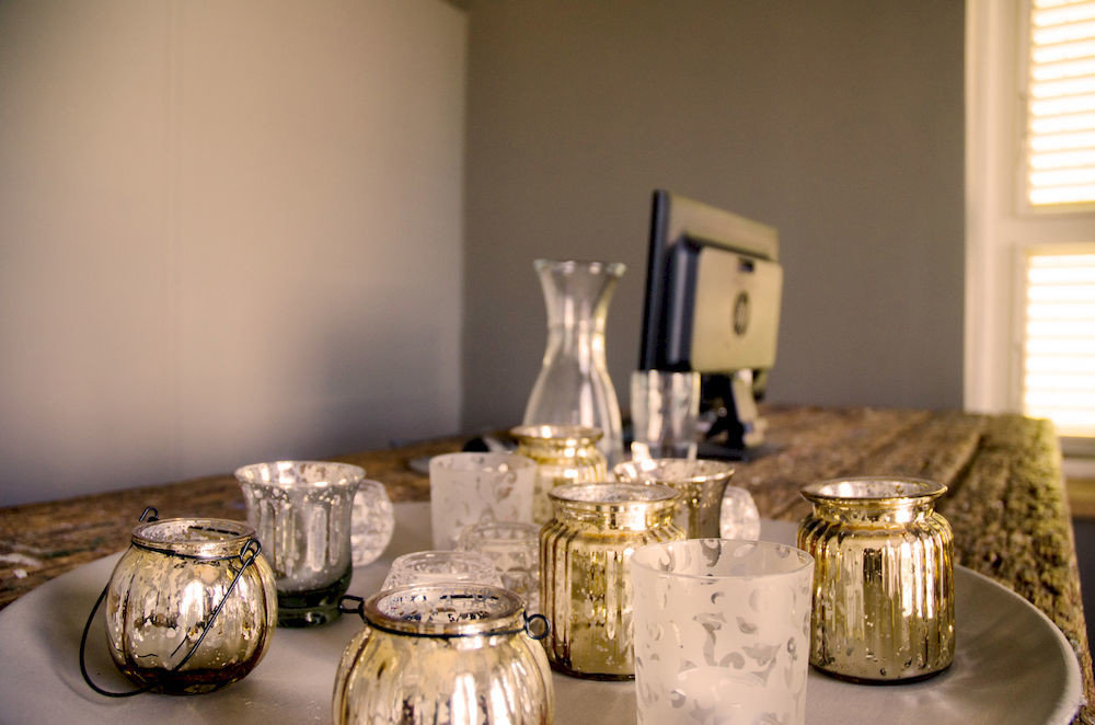 lighting candle dining table