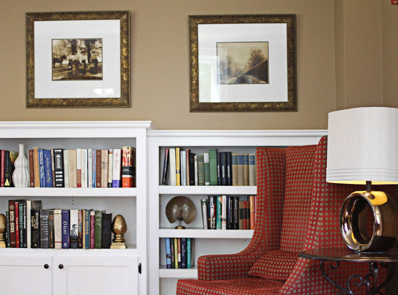 Classic Country Inn living room shelf home shelving bookcase cabinetry
