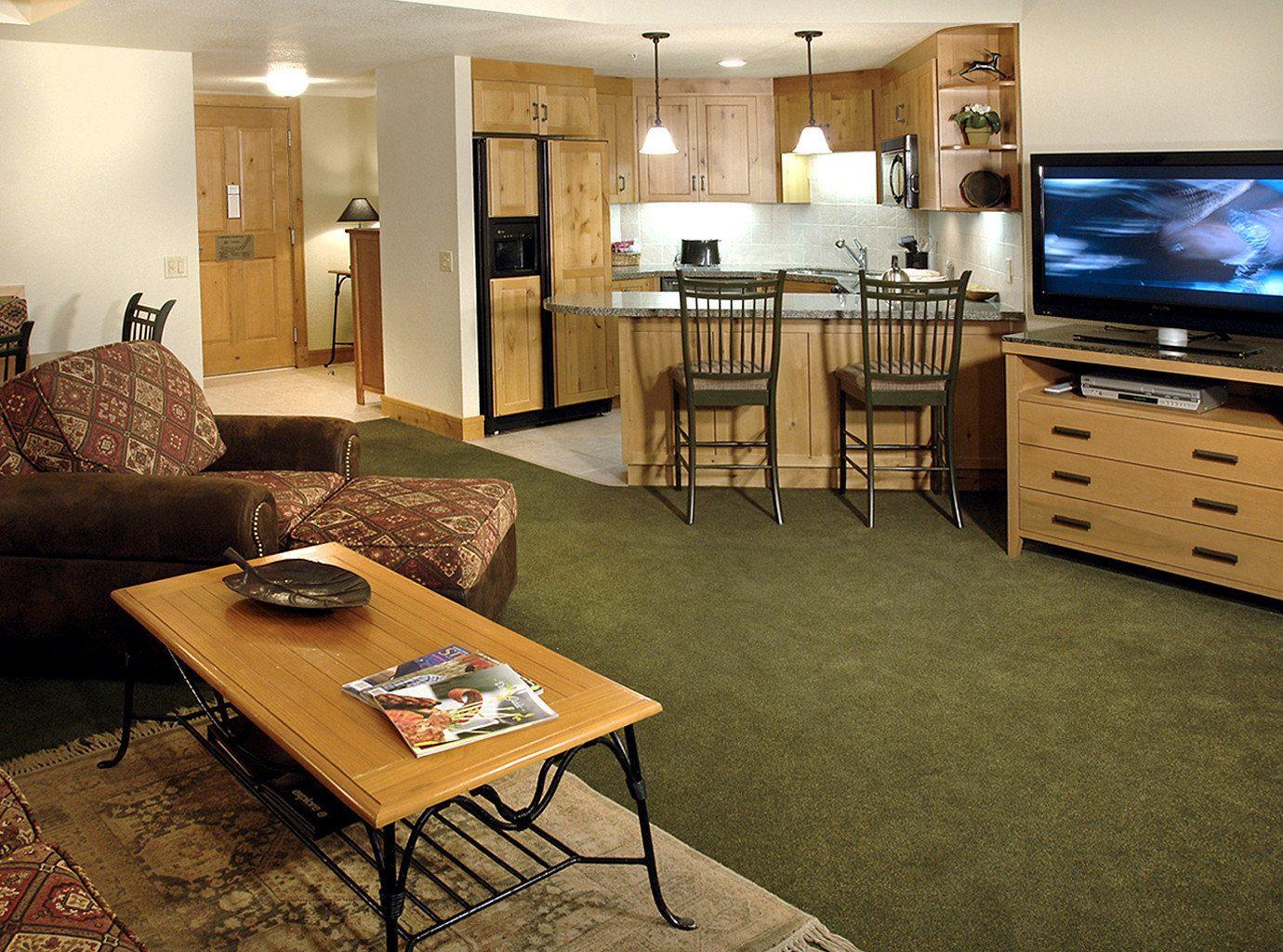 Classic Entertainment Kitchen Resort property living room home hardwood Suite recreation room cottage condominium