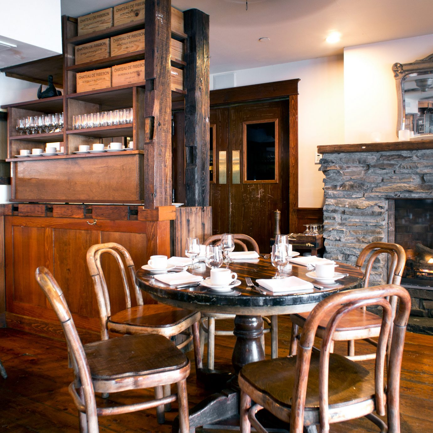 Country Dining Eat Inn chair property home Kitchen living room cottage farmhouse dining table