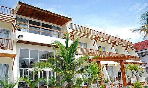 building sky condominium property Resort plant Villa home hacienda residential area eco hotel tree palm Deck roof
