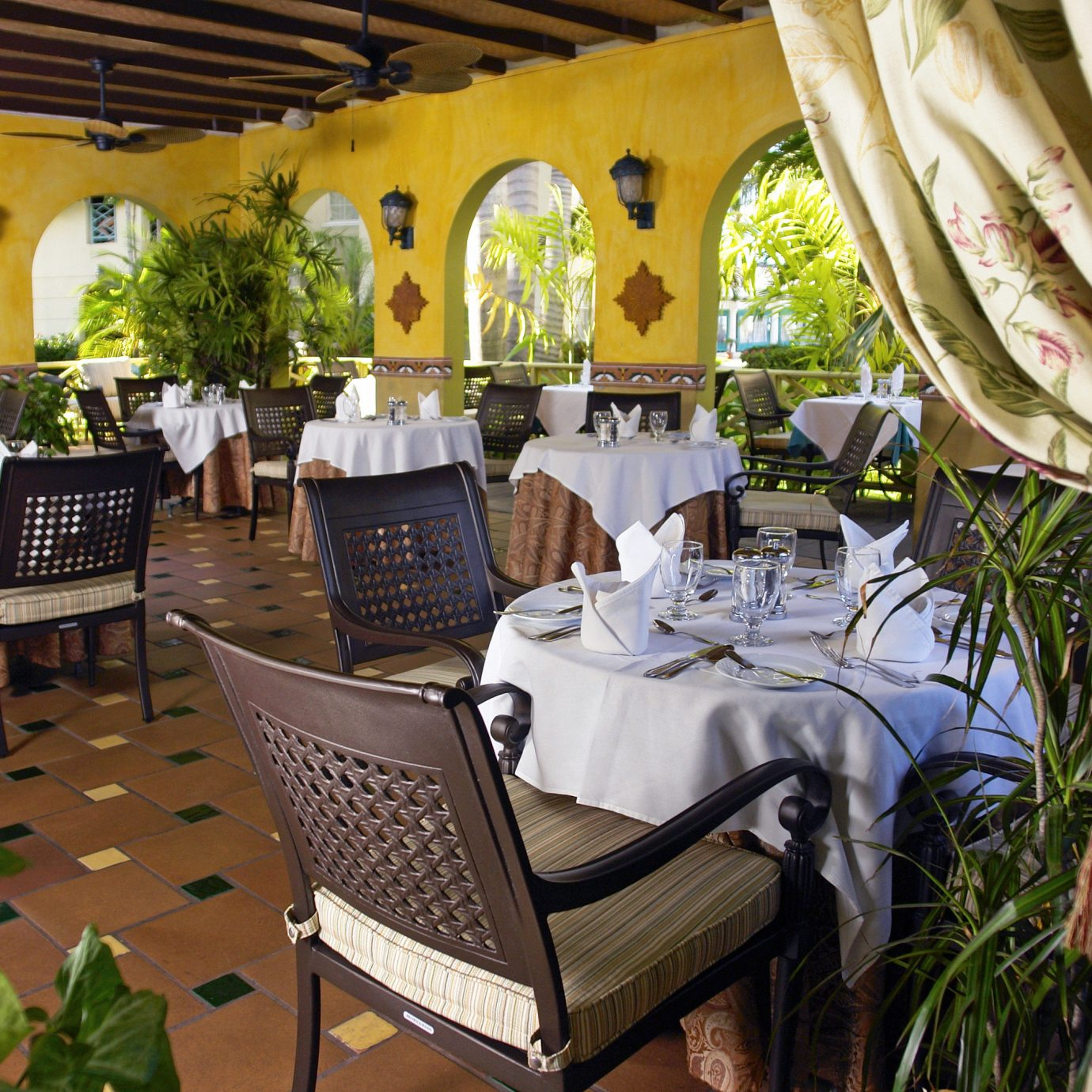 Dining Island property restaurant Resort home Villa cottage backyard hacienda plant