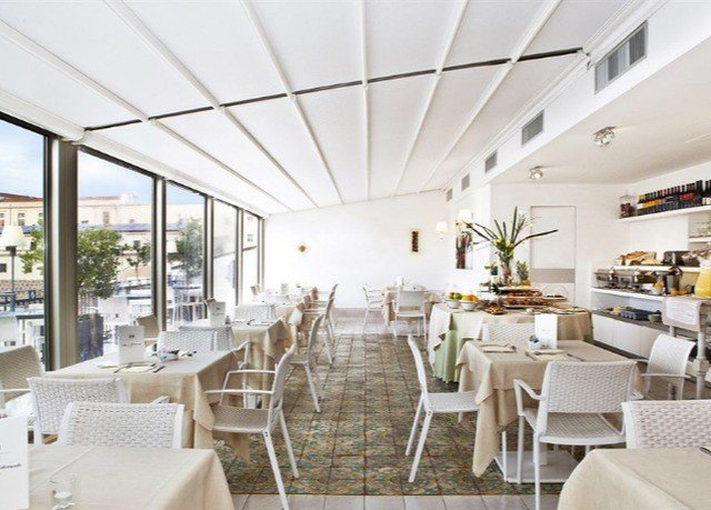 chair Dining property restaurant function hall condominium Resort convention center set