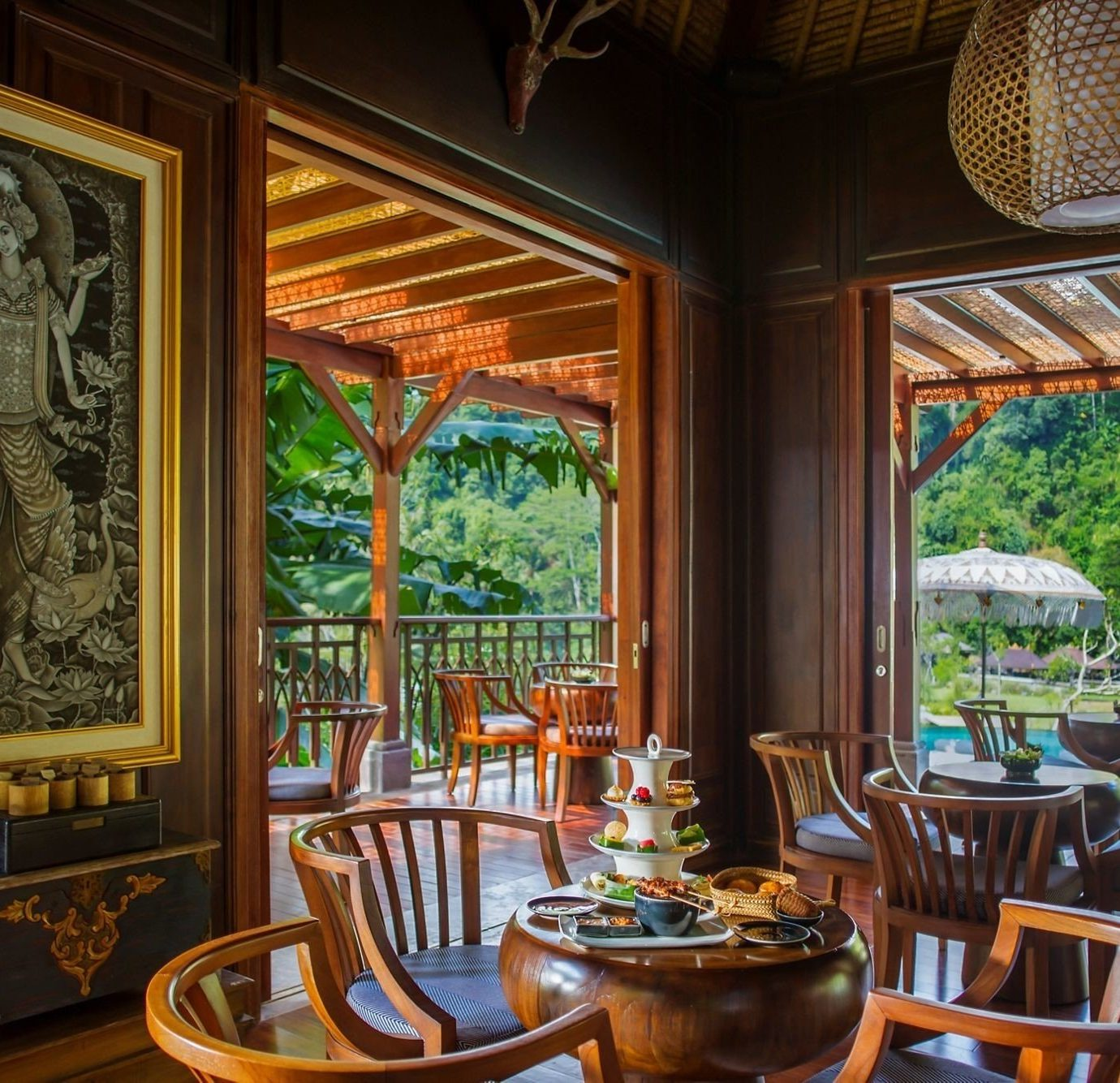 chair property Dining home Resort mansion restaurant living room palace Villa cottage dining table